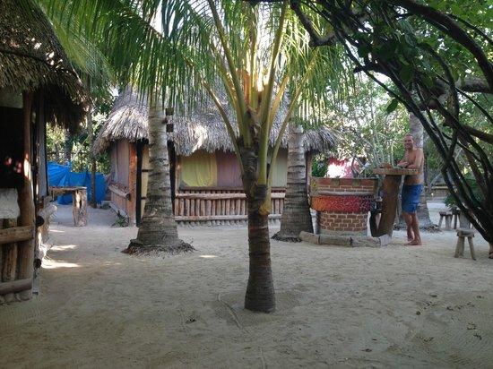Hostel & Cabanas Ida y Vuelta Camping: Área común y cabañas 2