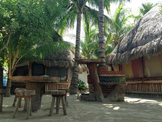 Hostel & Cabanas Ida y Vuelta Camping: Área común y cabañas
