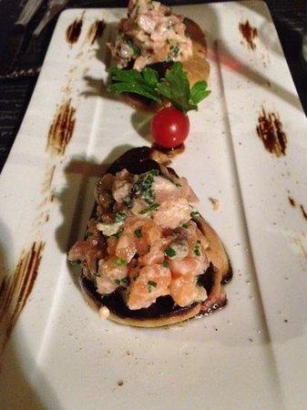 Le vin au 10 : foie gras poilé au tartare de saumon