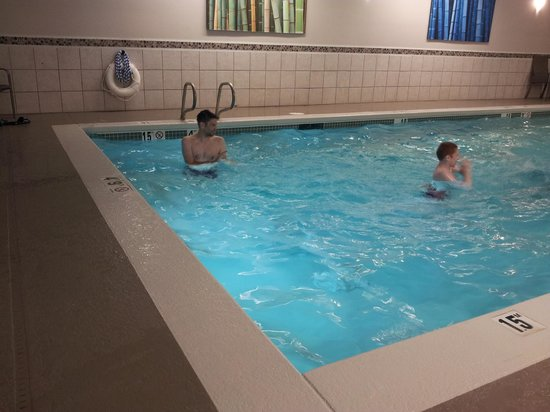 Holiday Inn Express Puyallup (Tacoma Area): Swimming pool