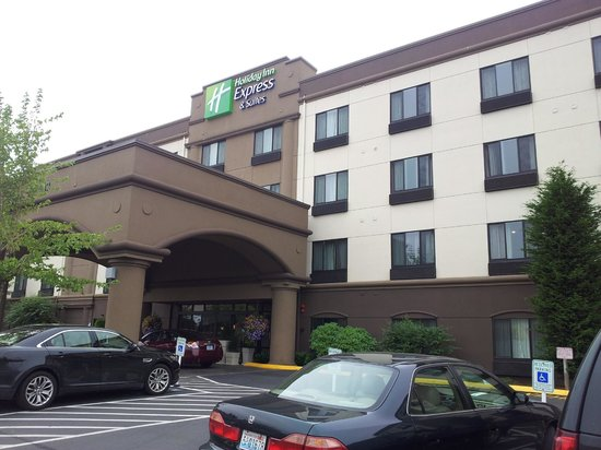 Holiday Inn Express Puyallup (Tacoma Area): Front of hotel