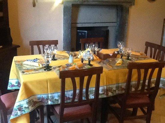 Tavola imbandita per una cenetta con amici picture of il vecchio ulivo orvieto tripadvisor - A tavola con amici ...