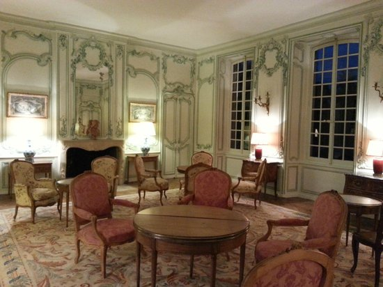 Le Chateau d'Audrieu : Card game/relaxing room