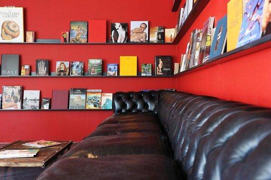 Mas de la Fouque : Library