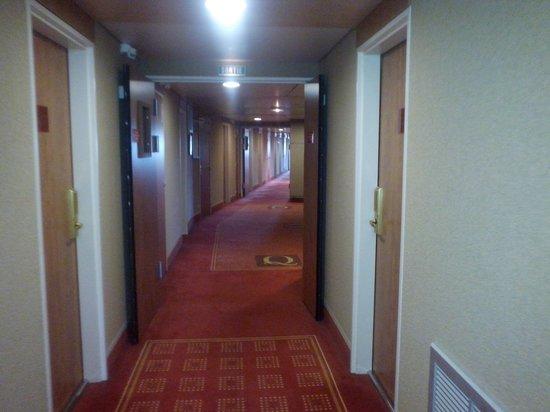 Quality Suites Bordeaux Aeroport : couloir 2eme etage