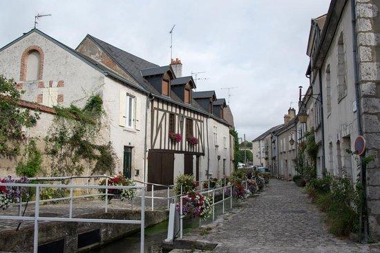 Le Relais des Templiers : Street just outside the hotel