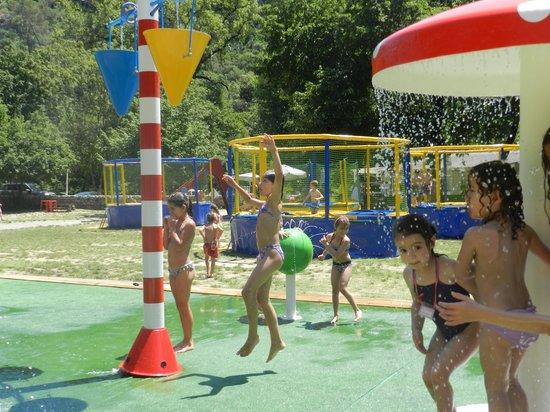 La Colle sur Loup, France: Structure de jeux de jets d eau
