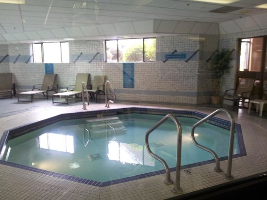 Shilo Inn Suites Hotel - Portland Airport: Small pool/hot tub?