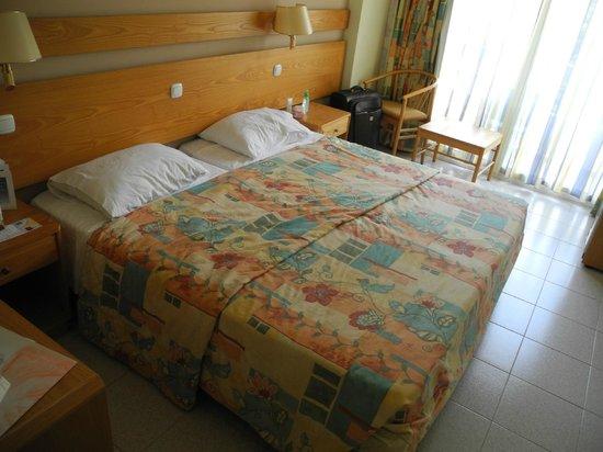 Agla Hotel : Кровать