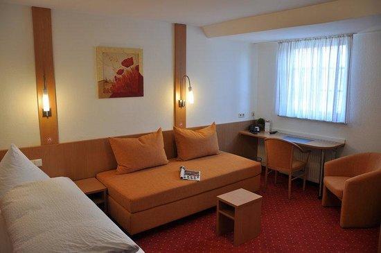 Loewen Hotel: Room View
