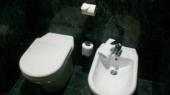 AC Hotel Genova : AC Genova bagno