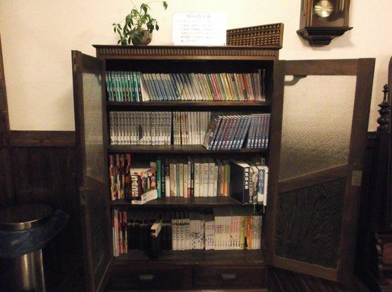 Kannawa Yunoka : 一人旅にもってこいの文庫コーナー