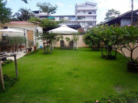FAB House Bangkok: The garden