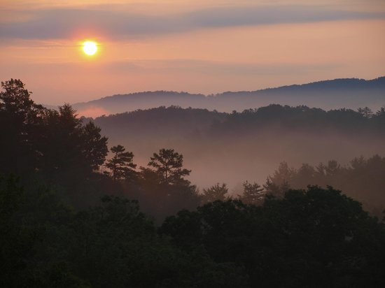 Mountain Top Cabin Rentals: Sunrise from Shadows Rest - Blue Ridge Mountains