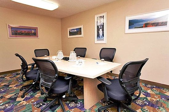 Motel 6 Clackamas: MBoardroom
