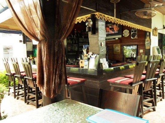 Patong Sun Beach Hotel: bar