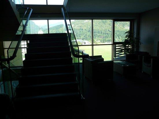 Bohinj ECO Hotel: vista delle scale del secondo piano