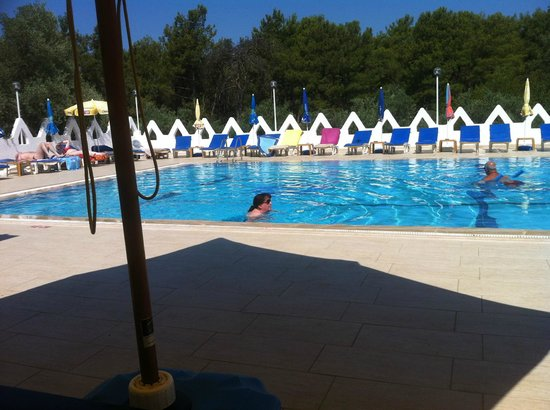 Tumen Hotel: when everyone goes shopping you get the pool to yourself