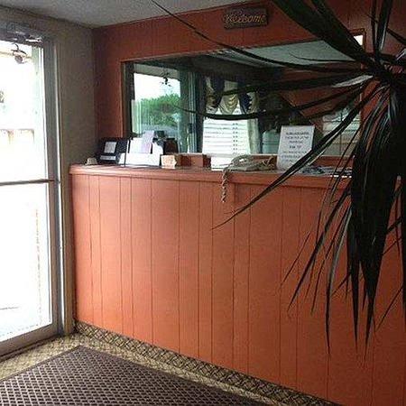 Campbells Motel Scottsburg Lobby
