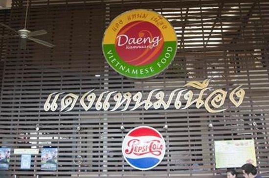 Daeng Namnueng: Sign visible from the walk way