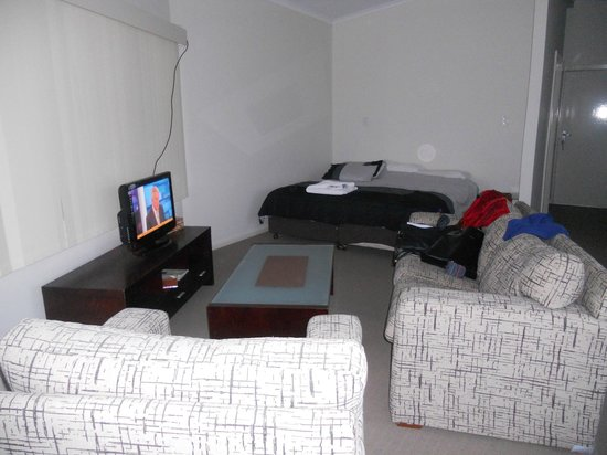Coorong Wilderness Lodge: cabin: bathroom, dining and kitchen area, lounge, wifi, large bed and extra area with single bed