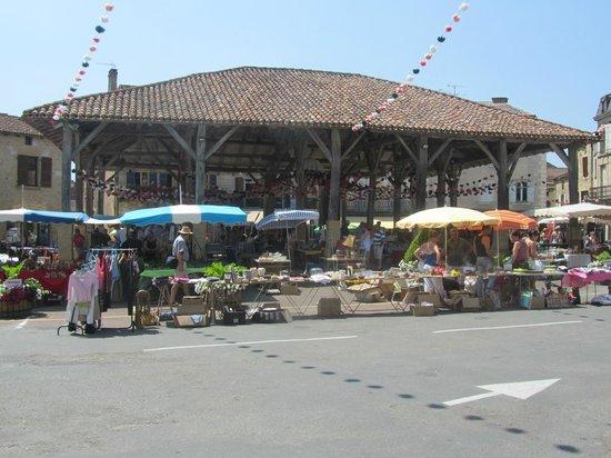 Hôtel-Restaurant Le Home au Père William : Market Square, Belves