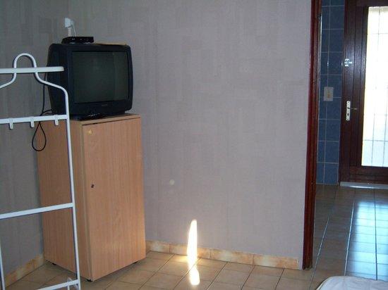 Motel Limoux : La camera, sullo sfondo il bagno-ingresso