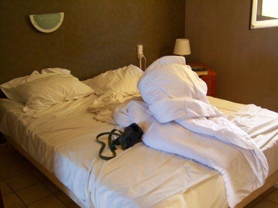 Motel Limoux : Il letto dopo 4 notti in cui non è mai stato rifatto