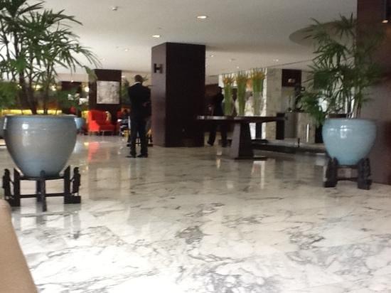 Hyatt Regency Dar es Salaam, The Kilimanjaro: lobby