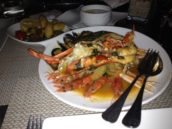 Quadro Restaurant at The Westin Dragonara Resort: mixed seafood and fish platter with half lobster
