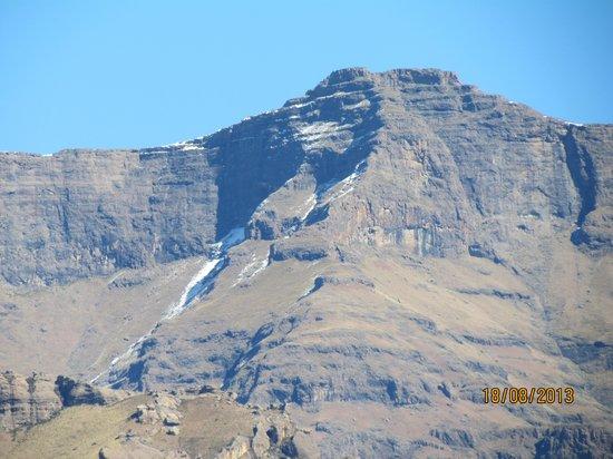 Gooderson Drakensberg Gardens Golf & Spa Resort: What a mountain view