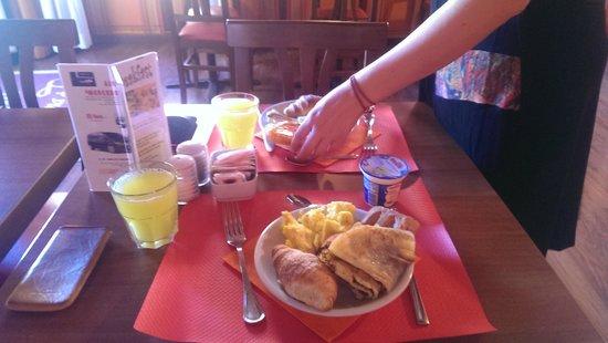 Relais Fontana Di Trevi: Breakfast