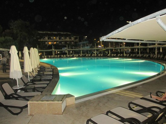 piscine princiaple nuit picture of otium eco club side side tripadvisor. Black Bedroom Furniture Sets. Home Design Ideas