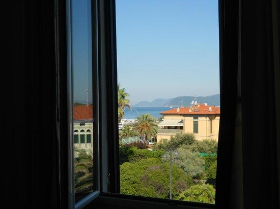 Hotel Tirreno: Panorama lato strada