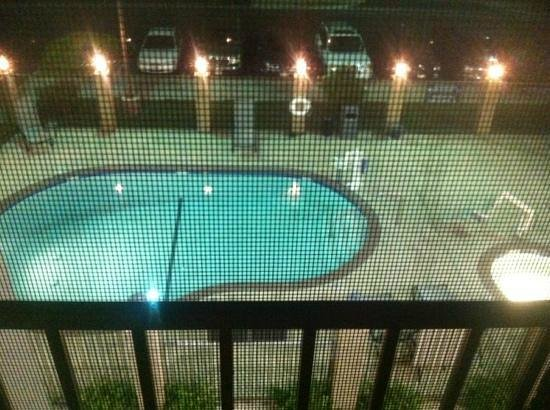 Holiday Inn Express Lancaster: The Pool