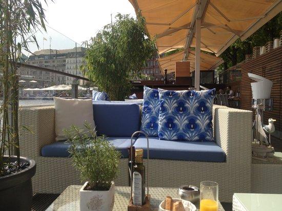 Jahreszeiten Terrasse auf der Binnenalster: Das bewegliche Dach
