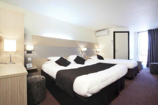 Kyriad Montelimar Centre : Triple Room