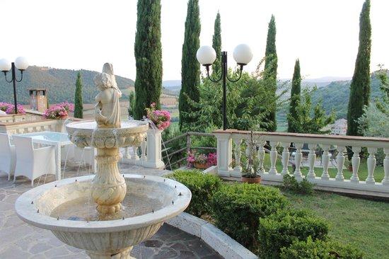 Agriturismo Angeli Biondi: giardino