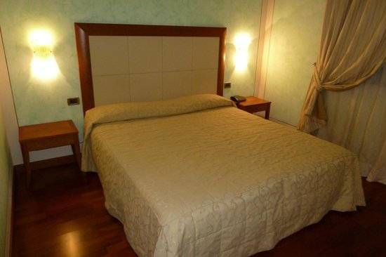 Grand Hotel Del Parco: Camera matrimoniale
