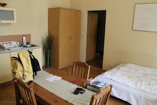 City Centre Apartments: angolo cottura piu' divano letto