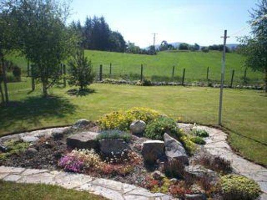 Beinn Sealladh B&B : Rear Garden View