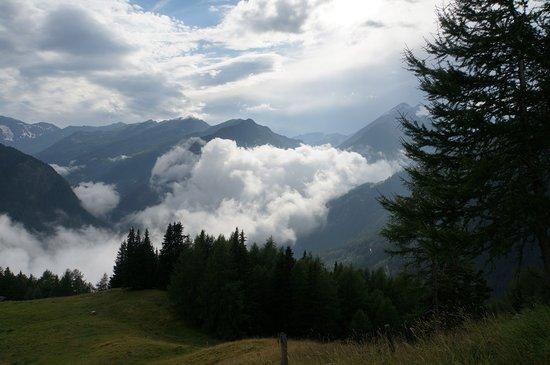 โรงแรมชาเล่ต์เซนเกอร์: Stimmung:  Wolken unten, Wolken oben...