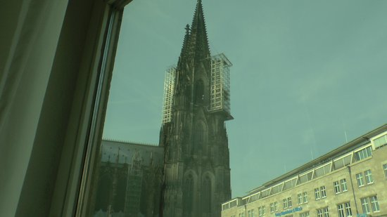 Ibis Koeln Am Dom : VIEW OF COLOGNE CATHEDRAL FROM THE 2ND FLOOR