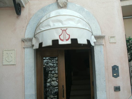 The welcoming entrance at Casa Turchetti.