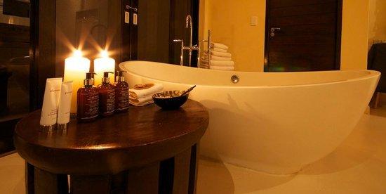 Lion Sands River Lodge: Superior luxury suite bathroom