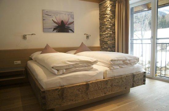 Landhaus und Residenz zur Hackenschmiede: Zimmer in der **** Residenz - Apartment Teichrose