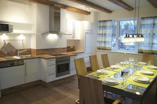Landhaus und Residenz zur Hackenschmiede: Küche/Wohnraum im **** Apartment Morgenrot