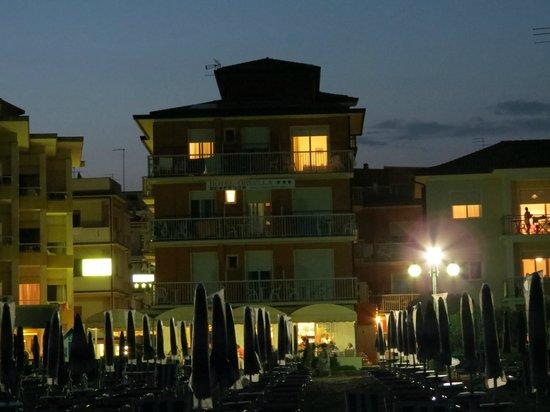 Hotel Ornella : di sera