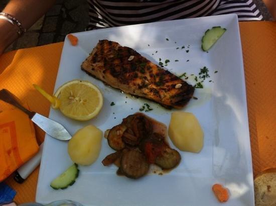l'Escale : Pavé de saumon grillé à la carte