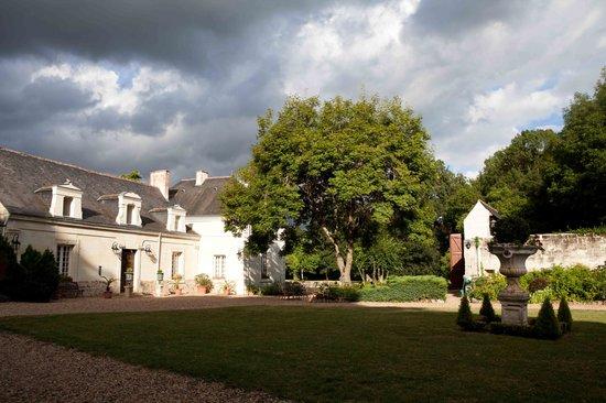 La Croix de la Voulte: View towards the garden and pool